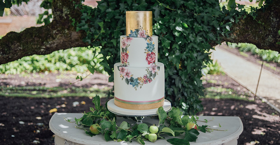 fresh-design-8-key-wedding-cake-trends-main.jpg